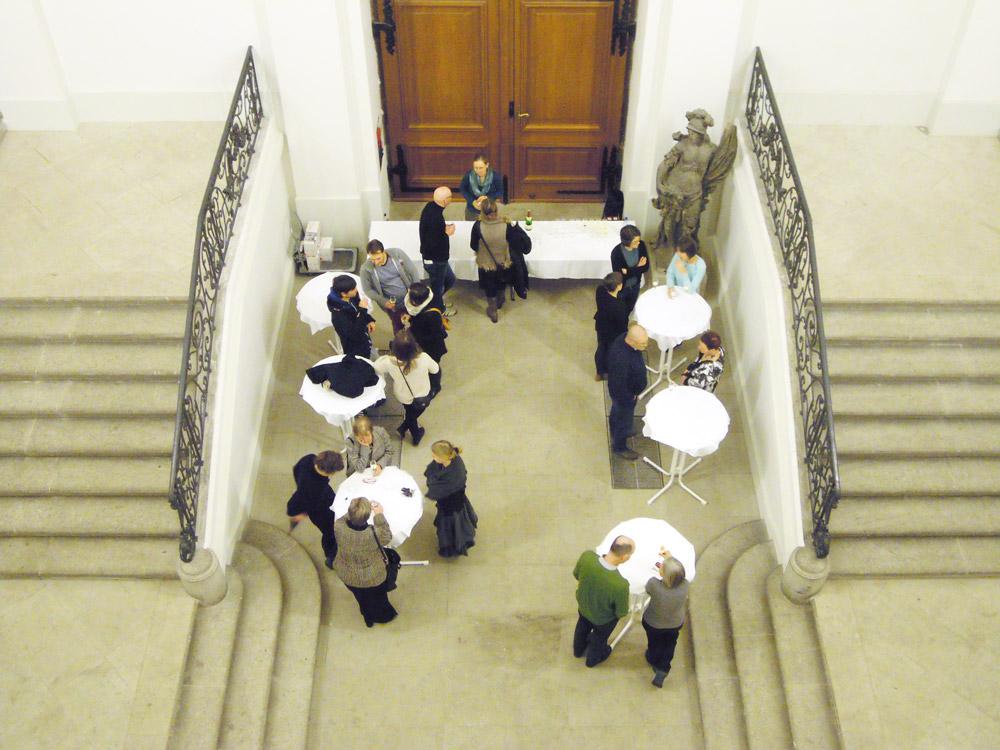 Foto der Vorstandsmitglieder bei einer Veranstaltung des Freundeskreises der Städtischen Galerie Dresden